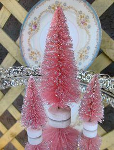 I am soooooo gonna make these pink bottle brush trees!!
