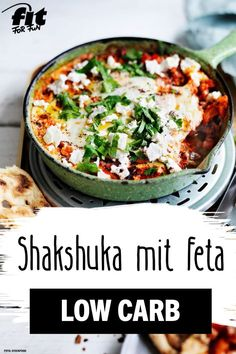 Shakshuka mit Feta Rezept - FIT FOR FUN This fruity tomato vegetable pan is quick to make and low carb! The Shakshuka is topped with fried eggs and feta - a great combination and such a healthy Brunch Recipes, Healthy Dinner Recipes, Low Carb Recipes, Fun Recipes, Cooking Recipes, Crockpot Recipes, Dessert Recipes, Delicious Recipes, Shakshuka With Feta Recipe
