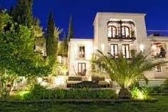 Belle villa avec piscine privée, jardin, terrasse, et une vue magnifique panoramic, entouré d'une fôret.