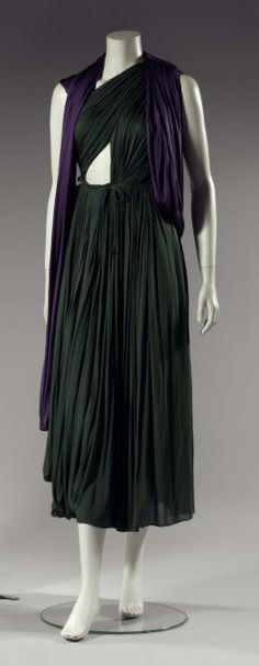 Mrs. GRES.   Evening dress draped bicolor, 1946