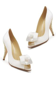 ** Awww** Sparkle Heels // Kate Spade :: love these! Wedding Sneakers, White Wedding Shoes, Wedding Flats, Bling Wedding, Classy And Fabulous, Big And Beautiful, Beautiful Shoes, Wedding Dreams, Wedding Things