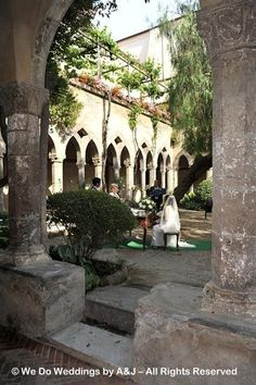 A beautiful cloister dedicated to St Francis and currently available for a romantic wedding ceremony in Sorrento