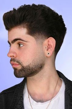 Taper fade haircuts are most popular and cool styles like by men. Here we have collected great taper fade haircuts for men. Mens Taper Fade, Low Taper Fade, Taper Fade Haircut, Fade Cut, Tapered Haircut, Cool Haircuts, Hairstyles Haircuts, Haircuts For Men, Barber Shop Haircuts