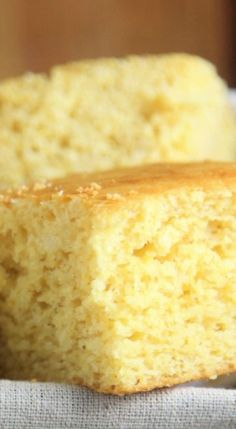 Cornbread is one of those recipes that sometimes I feel is better made from a mix or at least I use to. This easy southern cornbread recipe has those mixes beat! It takes almost no time to put… Buttermilk Cornbread, Homemade Cornbread, Cornbread Muffins, Jiffy Cornbread Recipes, How To Make Cornbread, Moist Cornbread, Skillet Cornbread, Cornbread Mix, Homemade Breads