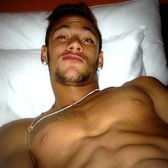 Taking selfies while being naked* in bed. For Everyone That's Obsessed With The Brazilian Perfection That Is Neymar Neymar Jr, Fc Barcelona, Brazilian Soccer Players, Soccer Guys, Cutest Thing Ever, Football Players, Sexy Men, Hot Guys, Naked
