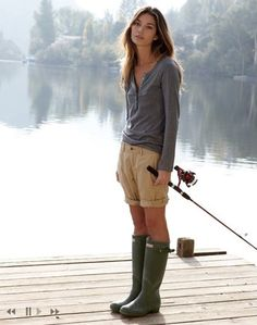 Not exact an urban setting, but fabulous 'street' style nonetheless! Hunters boots have a way of making casual, chic! Mode Style, Style Me, Simple Style, Classic Style, Quoi Porter, Camping Style, Hunter Rain Boots, Rainboots Hunter, Hunter Boots Outfit