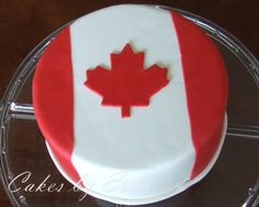 Oh, Canada Cake I love Canada Day! There are usually some free activities for the kids somewhere to enjoy. It makes me think of being with friends, picnics in the park, and fireworks to end Cupcakes, Cupcake Cakes, Canada Celebrations, Canadian Party, Canada Day Fireworks, Canada Day Party, Flag Cake, Canada Holiday, Happy Canada Day