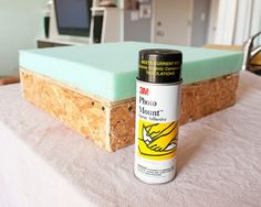 How to make your own ottoman. Diy Patio Furniture Cheap, Diy Furniture Projects, Furniture Making, Furniture Makeover, Furniture Plans, Diy Ottoman, Fabric Ottoman, Homemade Ottoman, Diy Projects To Try