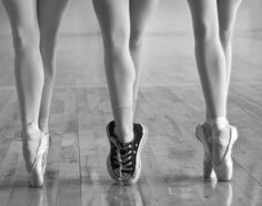 en pointe with a twist