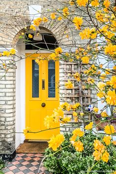 Image about beauty in yellow ✨🌻 by peachyythreadss Yellow Front Doors, Front Door Colors, Front Door Decor, Exterior Design, Interior And Exterior, Front Door Design, Unique Doors, Painted Doors, Mellow Yellow