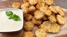 The ultimate crispy snack. Yummy Snacks, Yummy Food, Delicious Recipes, Marilyn Denis Recipes, Oven Fried Pickles, Appetizer Recipes, Appetizers, Fries In The Oven, Vegetarian Cheese