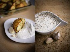 Ziemniaki pieczone w ziołach z sosem czosnkowym