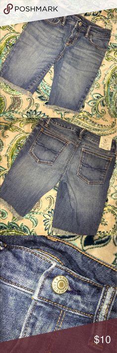 Girls size 10 Ralph Lauren cut off shorts NWOT Girls size 10 Ralph Lauren cut off shorts NWOT Ralph Lauren Bottoms Shorts