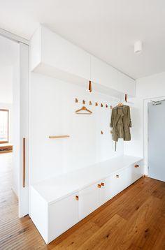 Prosvětlený moderní interiér v novostavbě | Biano