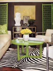 Love the color and that Dorothy Draper chest Dark Brown Walls, Zebra Decor, Painted Coffee Tables, Dream Home Design, House Design, Kelly Wearstler, Small Space Living, Small Spaces, Home And Living