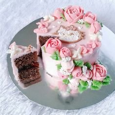 buttercream flower cake hellokitty
