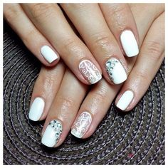 The using of white always makes a manicure surprisingly elegant. If in your heart you feel as the Snow Queen, you can not pass by such a design. Not bright