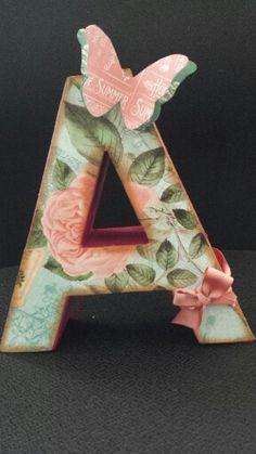Letras decoradas scrap Fancy Letters, Wooden Letters, Monogram Letters, Wooden Alphabet, Alphabet Letter Crafts, Letter Art, Diy Gifts For Kids, Crafts For Kids, Monogram Painting