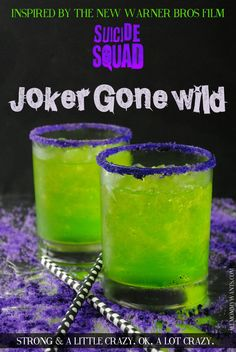 0122000 Did you know that Jared Leto acted just like his character The Joker during the entire filming of Suicide Squad? He even sent costar Margot Robbie a love letter. And a rat… You will love this Joker-inspired cocktail. It's got a little crazy and lo Liquor Drinks, Cocktail Drinks, Green Cocktails, Midori Cocktails, Bourbon Drinks, Fun Cocktails, Disney Cocktails, Cocktails Halloween, Halloween Shots