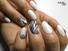 Nails Arc-en-ciel: Nail Art - Tribal abstrait façon tatouage