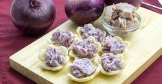 Le cipolle tonnate sono un'ottima idea per antipasti, buffet, finger food, merende golose. Ricetta facilissima, veloce e golosissima.