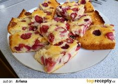 Dnes ráno...:) Czech Recipes, Strawberry Recipes, Hawaiian Pizza, Cobbler, French Toast, Food And Drink, Yummy Food, Sweets, Baking