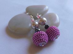 Earrings bright pink ribbed beadberry by LizPOriginals on Etsy