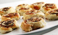 Girelle di pasta sfoglia, pancetta e scamorza