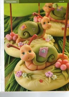how to make this cute little this site (Spanish) has fabulous ideas for cold porcelain. Polymer Clay Figures, Fondant Figures, Fimo Clay, Polymer Clay Projects, Polymer Clay Creations, Fondant Cakes, Cupcake Cakes, Cupcakes, Cupcake Toppers