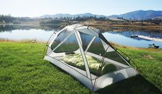 Zerogram uses light materials in this two-person tent designed for backpacking. Camping Needs, Best Tents For Camping, Camping Glamping, Ultralight Backpacking Gear, Backpacking Asia, Two Person Tent, Portable Tent, Small Tent, Hiking Places