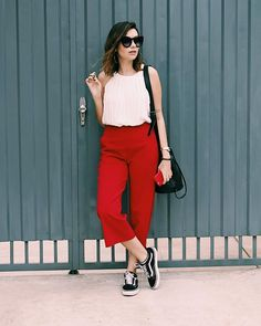 Look tenis vans + pantacourt vermelha Street style - red and white