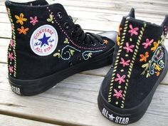 ideas for embroidery converse booties Trash To Couture, Zapatillas Casual, Flipflops, Painted Shoes, Converse Shoes, Diy Converse, Shoes Sneakers, Custom Converse, Converse Style