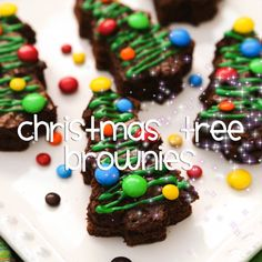 These festive Christmas Tree Brownies are great for holiday parties. Transform an easy, simple pan of brownies into an extraordinary dessert. Christmas Desserts Easy, Christmas Snacks, Christmas Cooking, Holiday Treats, Holiday Recipes, Holiday Parties, Christmas Menu Ideas, Winter Parties, Holiday Foods