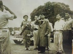 General Sudirman came back from guerrilla war against Dutch forces 1949 Old Pictures, Old Photos, Indonesian Independence, Old Commercials, Cartoon Jokes, Marvel Funny, Antara, Historical Pictures, Founding Fathers