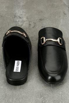 The Steve Madden Kandi Black Leather Loafer Slides are perfect for your fast paced lifestyle! Slip on these stylish leather loafers with a rounded toe upper, gold hardware accent, and notched collar.