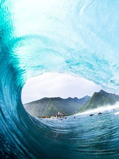 #teahupoo #Tahiti #bigsurfing #monsterwaves