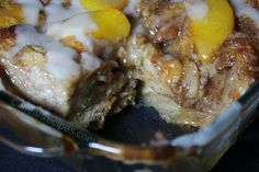 Looking for a classic Southern dessert? This peach cobbler bread pudding recipe is sweet, simple, and pure Southern. It'll be a hit at any family party! Peach Bread Puddings, Crockpot Recipes, Cooking Recipes, I Heart Recipes, Fruit Bread, Apple Crisp Recipes, Southern Recipes, Southern Meals, Pudding Recipes