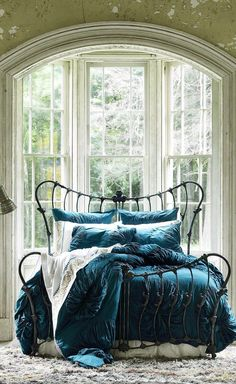 Décoration intérieure / Chambre lit / Fer forgé / Romantique luxe original / Bleu turquoise canard