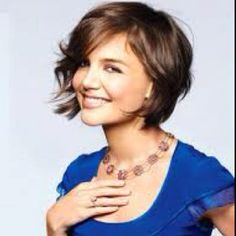 Katie Holmes With wavy chin length hair- one day, when I cut my hair, I think I will do something like this!