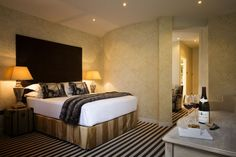 This 28-bedroom hotel combines the luxury of a top five star hotel with the intimacy and peace of a cozy town house.