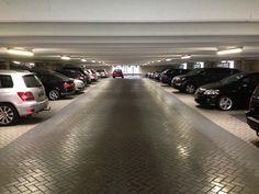 Nieuwe LED Tubes zijn dit weekend geplaatst in deze parkeergarage! Het huidige gebruik van 58 Watt is nu terug gebracht naar 26 Watt per armatuur!