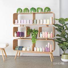 No photo description available. Beauty Salon Decor, Beauty Salon Design, Pharmacy Design, Retail Design, Salon Shelves, Salon Openings, Home Hair Salons, Salon Interior Design, Interior Ideas