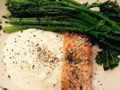 Lululunchbox.wordpress.com - salmon fillet with broccoli and yogurt sauce
