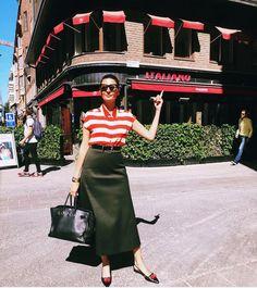 NEVER tired of Classic Black Birkin🖤 so is 📸 Black Birkin ALL year around! Streetwear, Giovanna Battaglia, Needle And Thread, Birkin, Girls Out, Shorts, Timeless Fashion, Warm Weather, Street Style