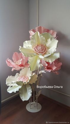 Giant flower pink magnolia for the bath Paper Flower Backdrop Wedding, Crepe Paper Flowers, Paper Roses, Fabric Flowers, Giant Paper Flowers, Plastic Flowers, Big Flowers, Wedding Wall Decorations, Flower Decorations