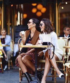 Coffee breaks and smiles during #PFW💛  Café e muita risada! Momentos delicia da PFW!