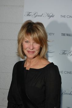 "Kate Capshaw Photos - Kate Capshaw attends The Cinema Society Screening of 'The Good Night' August 2007 in East Hampton, New York. - The Cinema Society Presents A Screening Of ""The Good Night"" - Arrivals Medium Hair Styles For Women, Short Hair Cuts For Women, Short Hair Styles, Short Bob Hairstyles, Pretty Hairstyles, Hairstyles Haircuts, Fine Hair Bangs, Kate Capshaw, Shaggy Short Hair"