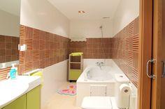 Vista de uno de los baños en vivienda ya terminada y entregada. Bathtub, Bathroom, Chalets, Interiors, Standing Bath, Washroom, Bathtubs, Bath Tube, Full Bath