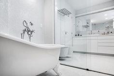 Projeto Alonso Mármores - PM arquitetura Dez/2014 - Banheiro em Emporio Stone Super White #PiaBanheiro #BancadaBanheiro #BalcaoBanheiro #EmporioStone Super White
