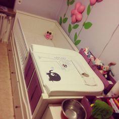 Ikea Hack Hemnes Tagesbettgestell mit 2 Kallax Regalen zum Kinderbett mit Wickelkommode umgebaut.